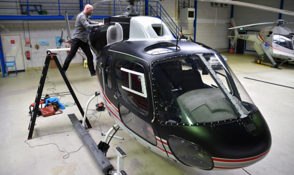 GTST Helicopter matzwart wrap